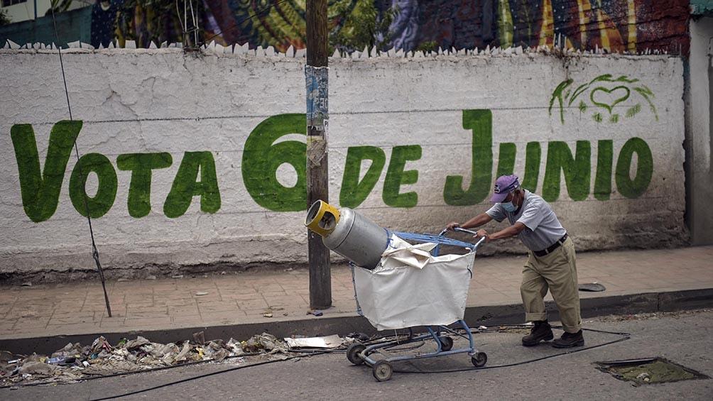 Para poner en contexto la llegada de López Obrador al Gobierno, en su tercer intento, estuvo precedida por escándalos de corrupción como el de las coimas de la multinacional brasileña Odebrech.
